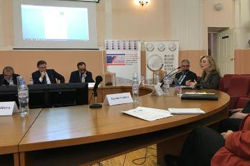 Sonia Lucarelli and Thomas Diez presenting on migration during a roundtable at the Institute of Europe, russian Academy of Sciences